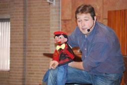 Matthijs Vlaardingerbroek met Henkie's gekke kindertheater